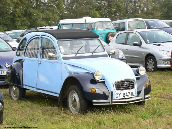 A 2 Cv at chateau de Martinvast France picture