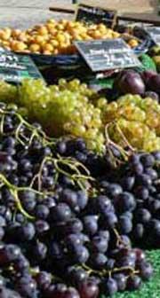Concarneau market fresh grapes