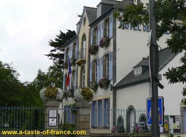 Etables-sur-mer town hall