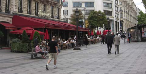 the Arc de Triumph pavement cafe picture