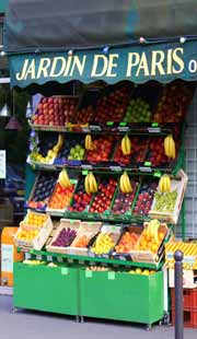 Fruit and veg shop in paris