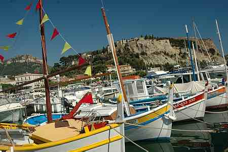 cassis boats picture