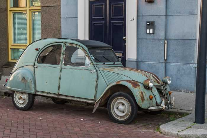 Citreon 2CV in need of restoration