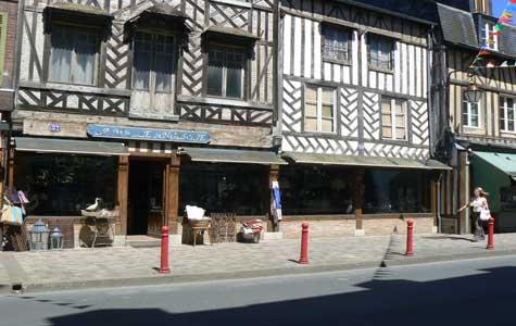 Cromeilles old building