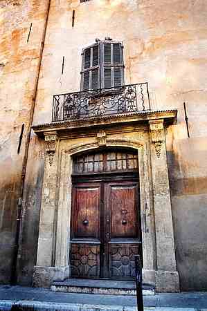 Aix en Provence picture door 2