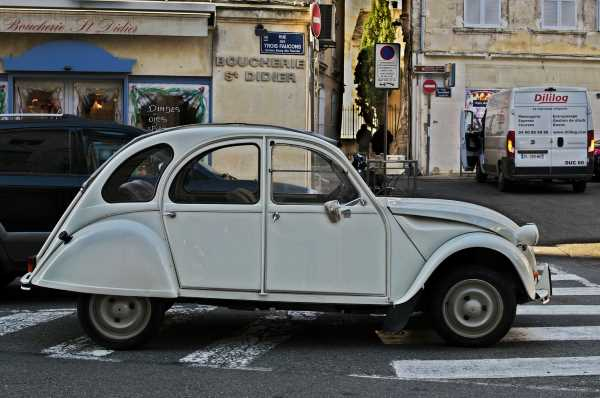 photo of the day in France 2 cv car