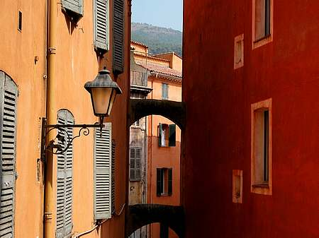 painted houses in Grasse