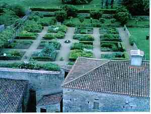 The village of Bazoges en Pareds picture