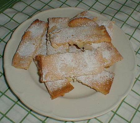 almond cakes picture