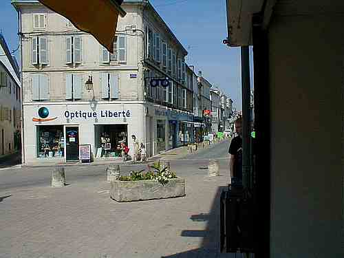 st jean d angely french town photos and guide town in charente region. Black Bedroom Furniture Sets. Home Design Ideas