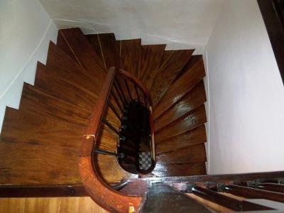 Original staircase (3 floors)