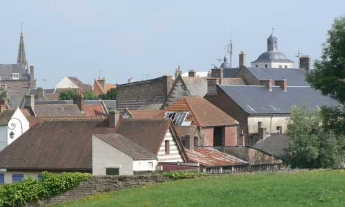 montreuil-sur-mer-rooftops picture