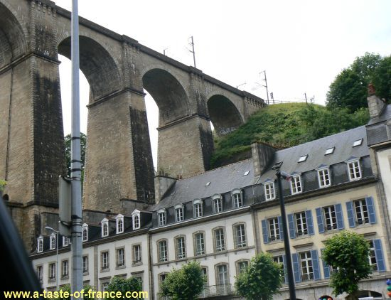 Morlaix viaduct over the houses