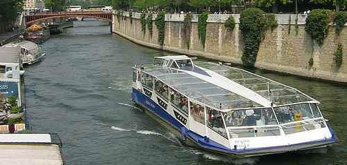 boat trip Paris picture