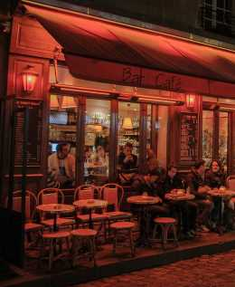 montmartre cafe picture