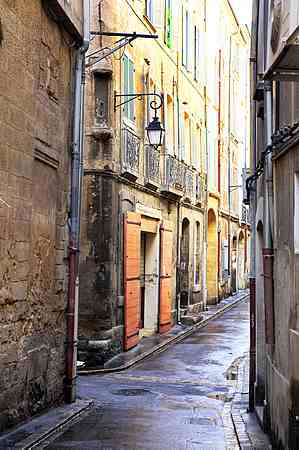 the old town of aix en provence photos and guide accommodation. Black Bedroom Furniture Sets. Home Design Ideas