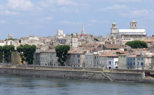 Arles by the river picture