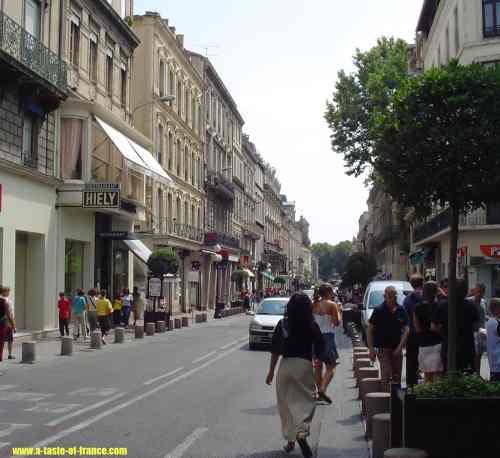 Avignon street picture