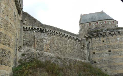 Fougeres Photos And Guide To Town And Castle In Brittany