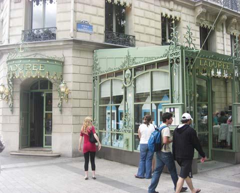 the Arc de Triumph pavement cafe picture