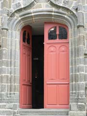 Louvigne du Desert church door