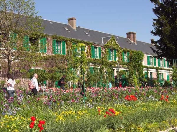 Monet`s house picture> </div> <div class=