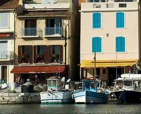 cassis harbour picture