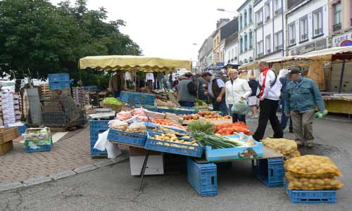Desvres market stall picture