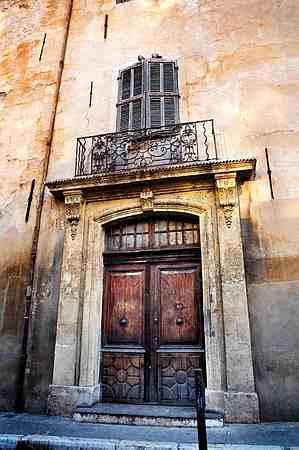 Aix en Provence picture door 2