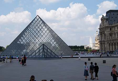 louvre pyramid picture