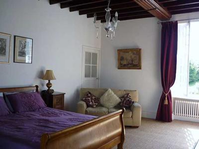 large en-suite bedroom