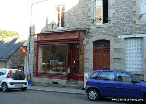 Moncontour bread shop