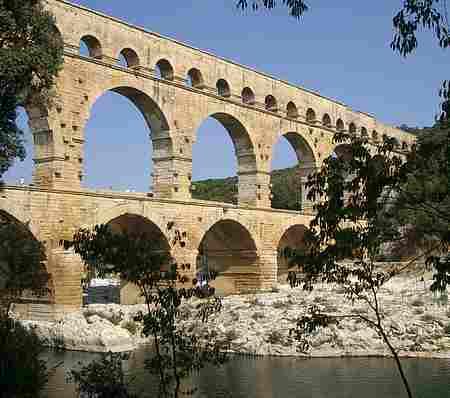 nimes aquaduct picture