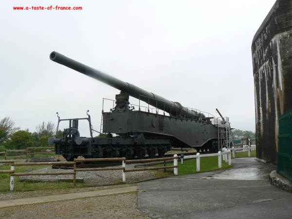 Railway gun at the battery todt picture