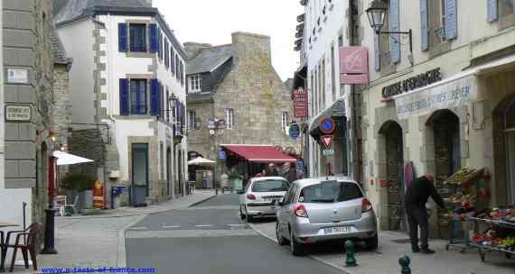 Roscoff main street